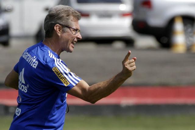Oswaldo de Oliveira prega tranquilidade para o Flamengo vencer o Vasco (Foto: Gilvan de Souza/CRF)