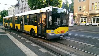 Bus: Weniger Geld vom Bund: Neue E-Buslinie startet nun später Eigentlich sollte es ein guter Tag sein für die Berliner Verkehrsbetriebe (BVG) und für die Elektromobilität in Berlin., aus Berliner Morgenpost