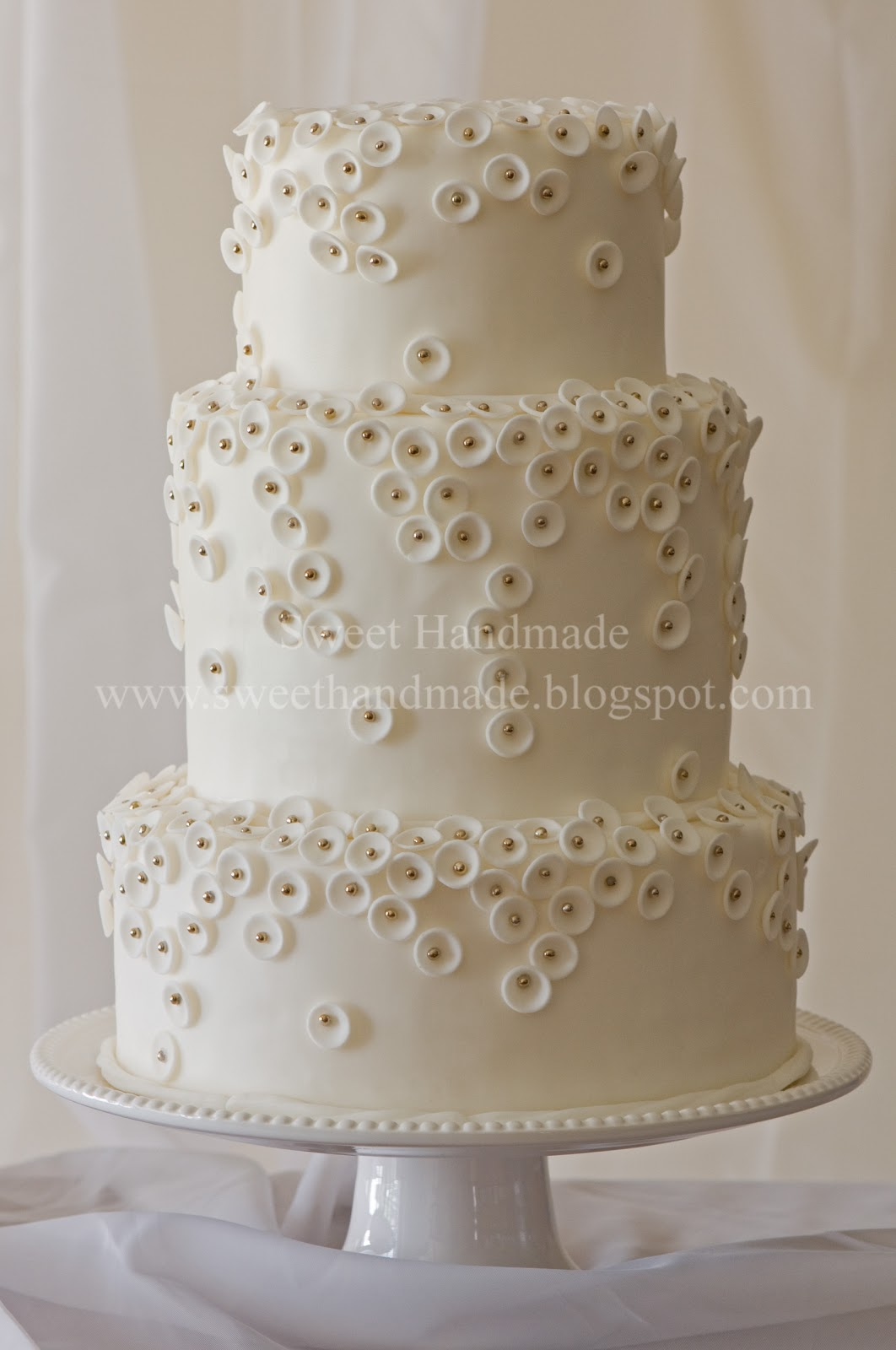 Beautiful White Wedding Cakes Viewing Gallery