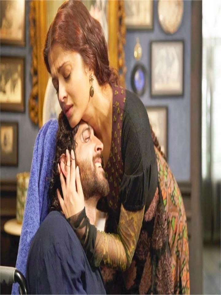 Aishwarya Rai Captured kissing Her co-Star Hrithik Roshan Hot Smootch long Kissing Scenes HD Hot Pics