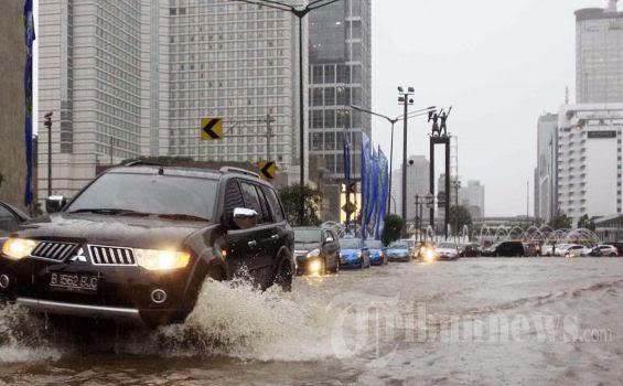 pajero lawan banjir