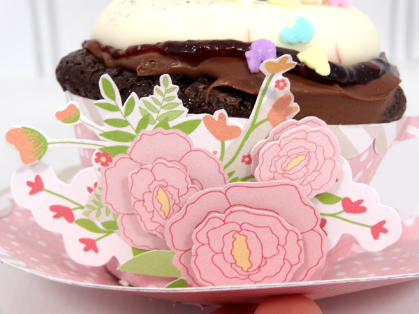 Amanda Coleman Chickaniddy Crafts Twirly Girly Cupcake Holder close-up