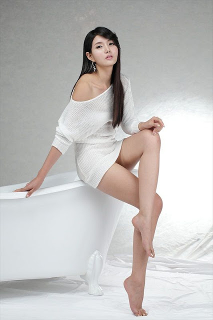 Cha Sun Hwa in white dress