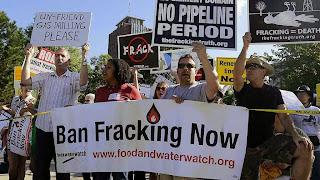 Se a ciência e a técnica depõem contra nós, pior para elas parecem dizer 'verdes'. Protesto anti-fracking 'Global Frackdown Rally' em White Plains