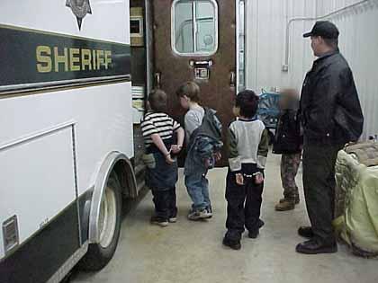 http://2.bp.blogspot.com/-GdO0fBsCuSg/TpL93m6n0XI/AAAAAAAAi0U/Mbpd_xE8kZc/s1600/kids_jail.jpg