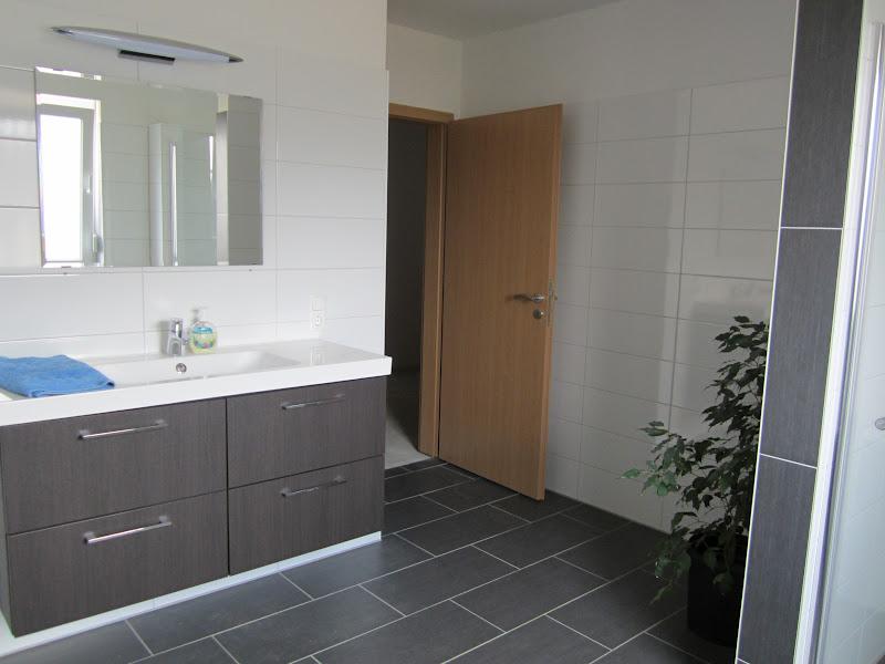 unser hausbau badezimmer und wc fertigstellung in. Black Bedroom Furniture Sets. Home Design Ideas
