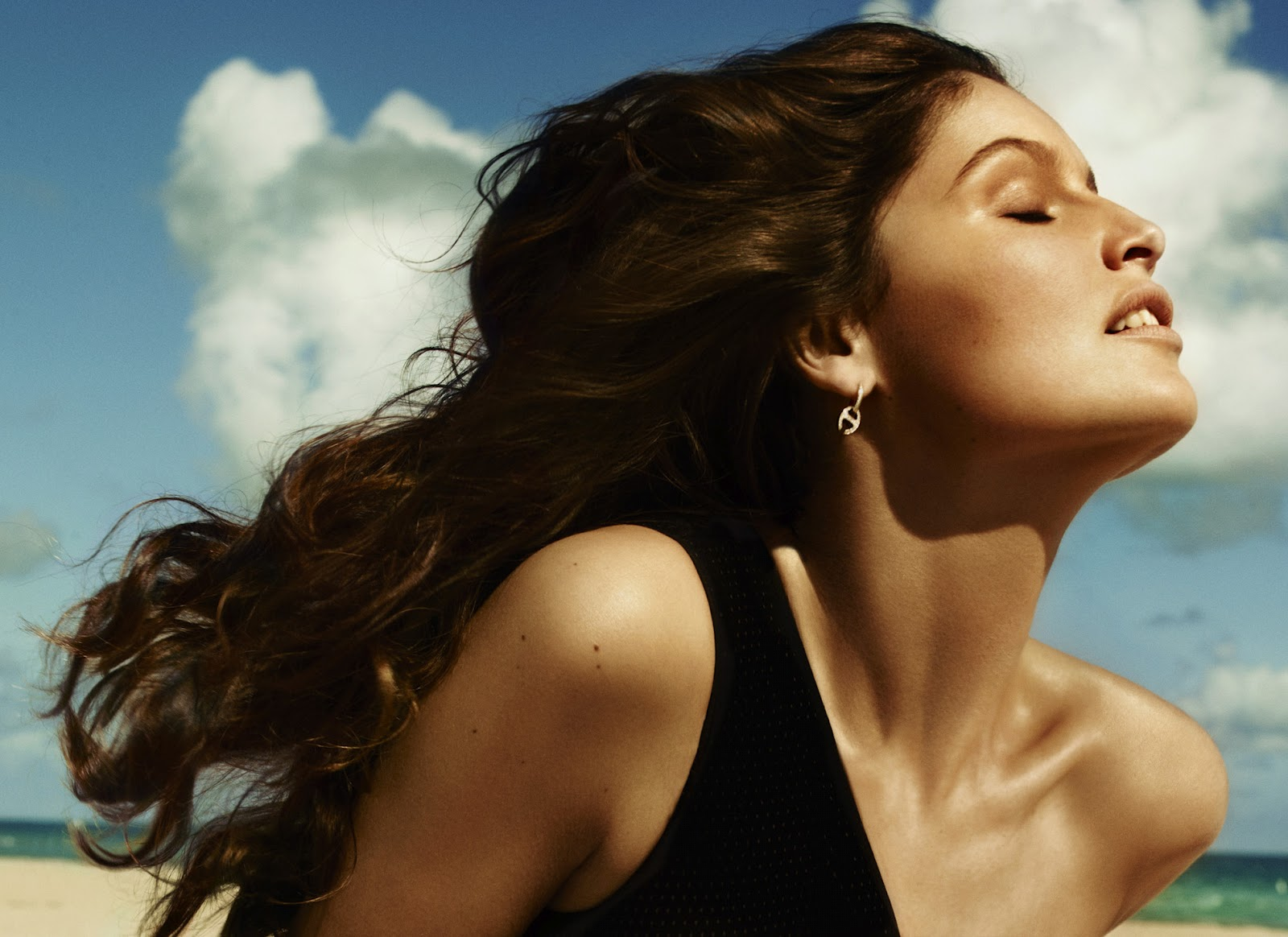 Laetitia casta biography and photos girls idols wallpapers and biography - Canta casta diva ...