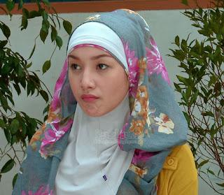 Kumpulan foto Indri Giana berjilbab