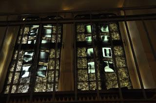 Fantastyczne dekoracje zamkowe - witraż niczym z horroru