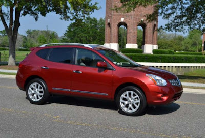 Car-Review-Nissan-Rogue-SL-2011-side-view