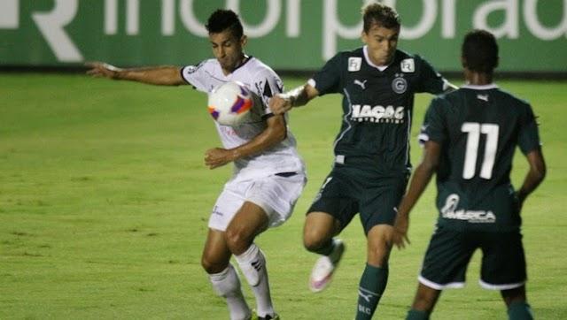 Com 'mãozinha', Goiás cede empate diante da Aparecidense