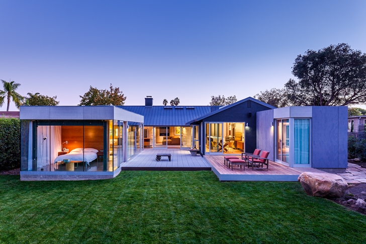 Suburban house by Shubin + Donaldson Architects from the backyard