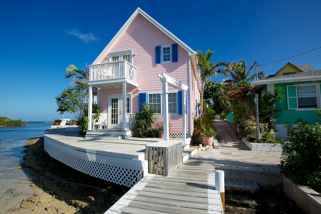 Get it in pink everything pink pink beach houses for Really nice mansions