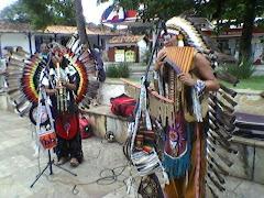 Fotos dos Indios Kawsary do Equador na Praça Tancredo Neves em Mariana