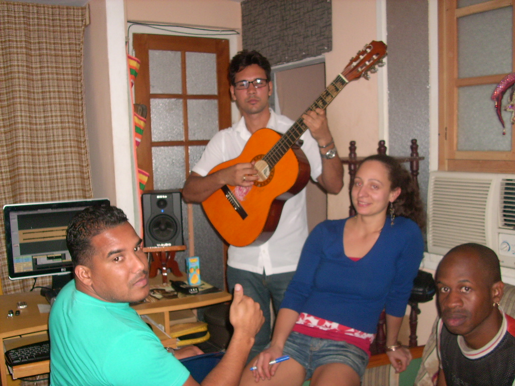 http://2.bp.blogspot.com/-Gf1OvZUIJNw/TeO_Nga0tUI/AAAAAAAABE4/8F57l1hDiq0/s1600/aURESIA+IN+cUBA+RECORDIN.JPG
