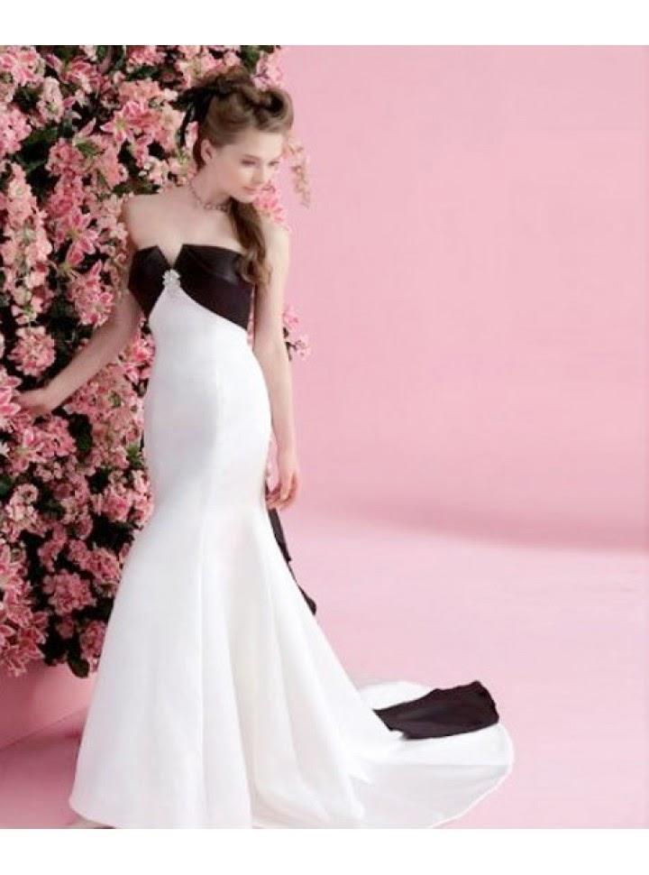 Vestido de Fiesta Largo en Blanco y Negro, Strapless y con Lazo Posterior