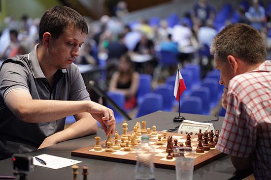 Ronde 5: Radoslaw Wojatszek annule face à Michael Adams. L'Anglais a semblé dominer son adversaire, mais n'a pas pu conclure aux moments clés de la partie - Photo © site officiel