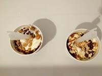 Leckeres Eis mit Keks-, oder Erdnussstückchen