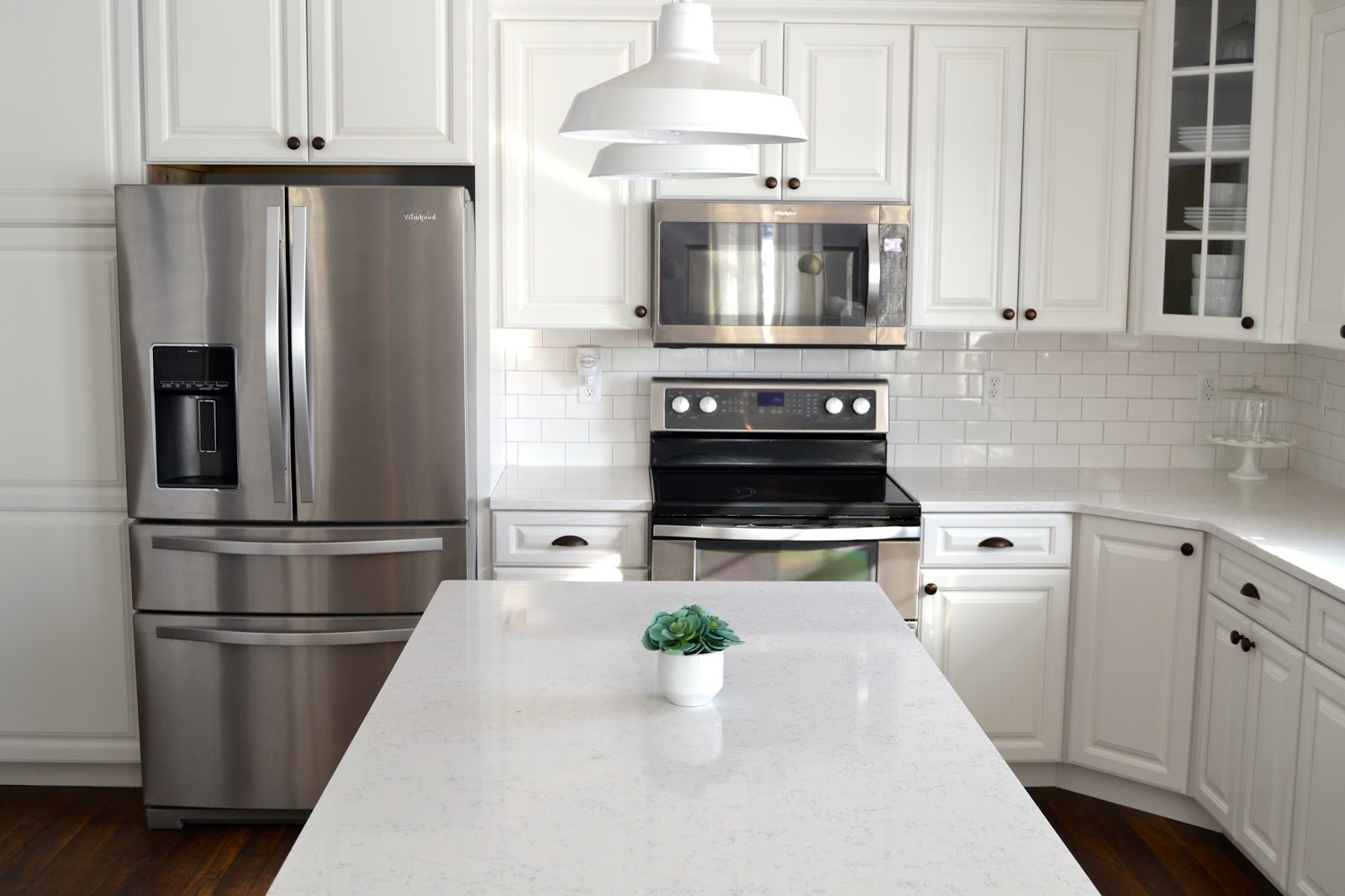 White cabinets with bronze hardware 100 images for White bathroom cabinets with bronze hardware