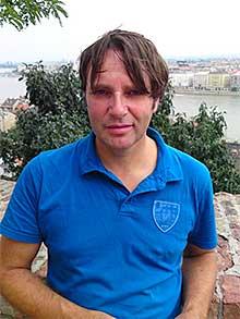 Edward van de Vendel wint Anna Blamanprijs ter waarde van 10.000 euro.