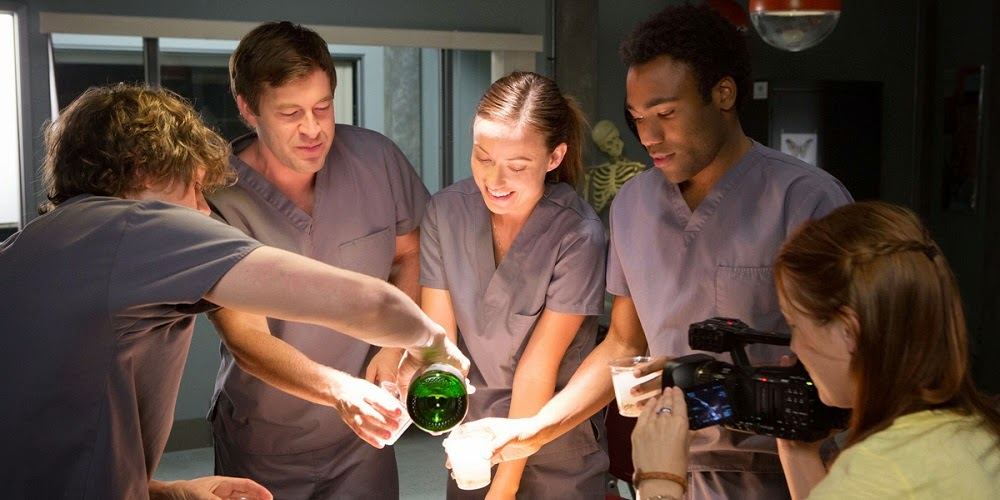 Evan Peters, Mark Duplass, Olivia Wilde, Donald Glover e Sarah Bolger em RENASCIDA DO INFERNO (The Lazarus Effect)