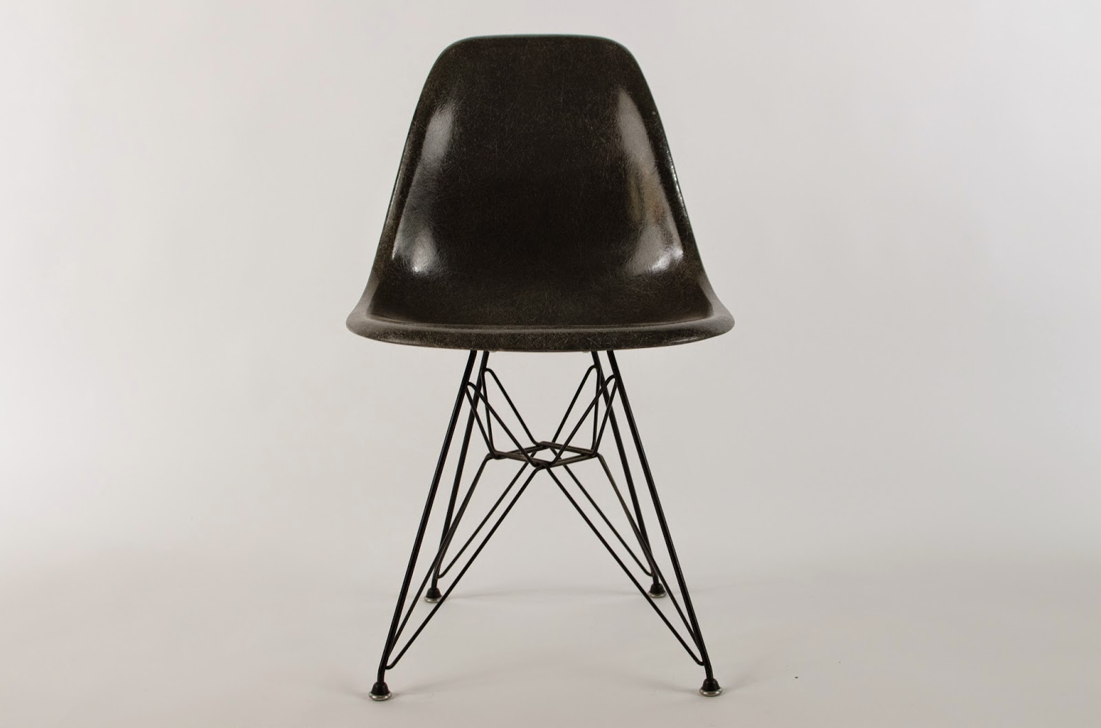 Just In Modern Charles Eames DSR Fiberglass Side Chair Eiffel Tower