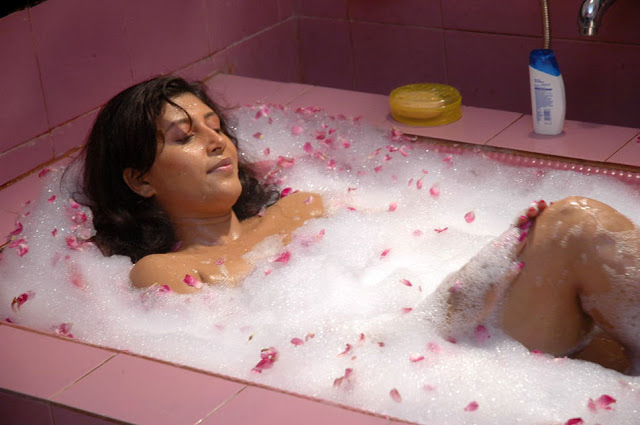 sakshi movie in bathtub hot images