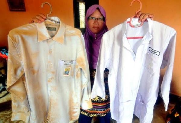 Subhanallah !!! Baju KAFA Milik Anak Tak Terkena Lumpur Dan Air Banjir
