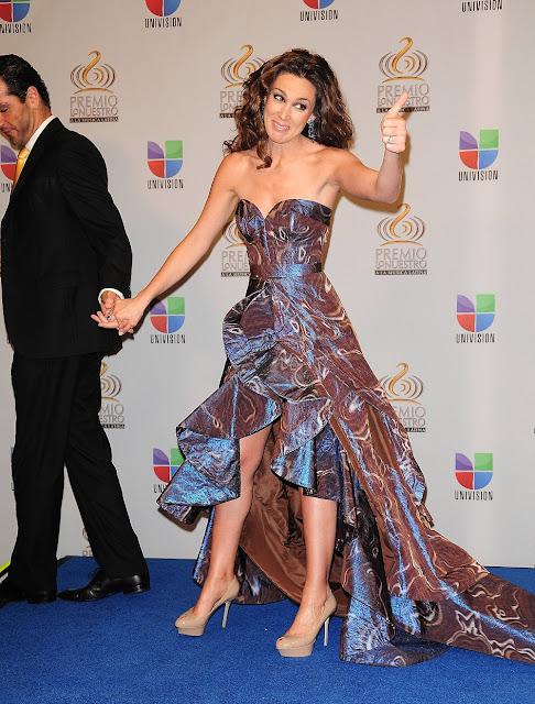 http://2.bp.blogspot.com/-GgfnhB0aE30/Tz5rdyNJI9I/AAAAAAAAAls/qu3XBU49UaI/s640/Martin+Fuentes+y+Jacqueline+Bracamonres+en+Premio+lo+nuestro+2012+%25283%2529.jpg