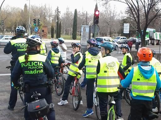 Alumnos del Pradolongo en bici con STARS Madrid