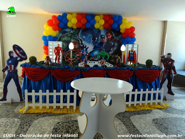 Decoração com o tema Os Vingadores para festa infantil de meninos realizado na Barra RJ