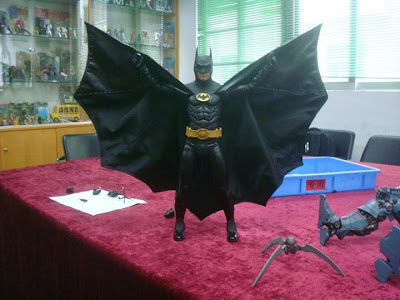 NECA 1/4 Scale 1989 Michael Keaton Batman Figure (Behind the Scenes)