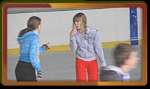 Прогулка на коньках с дзержинскими школьниками - ледовое шоу в спортивный день!