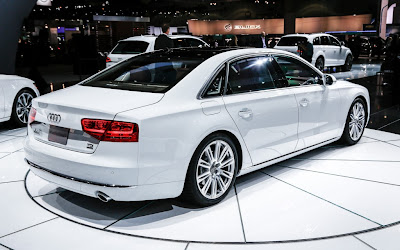 2014 Audi A8 TDI rear right side view 1024x640