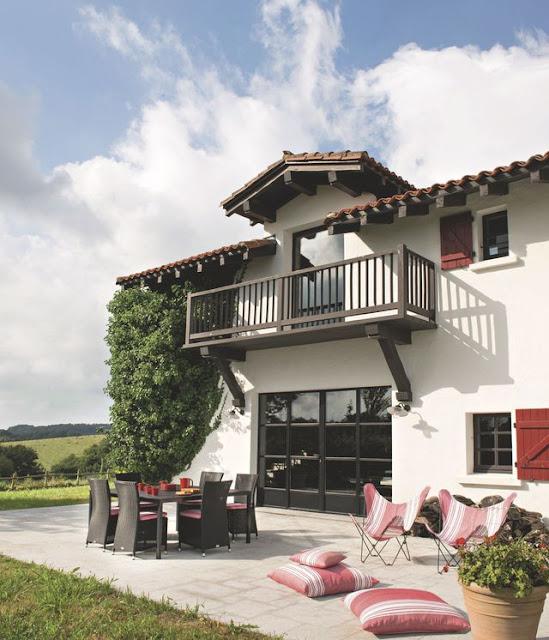 Decordemon a farmhouse in the basque country - Fauteuil maison de famille ...