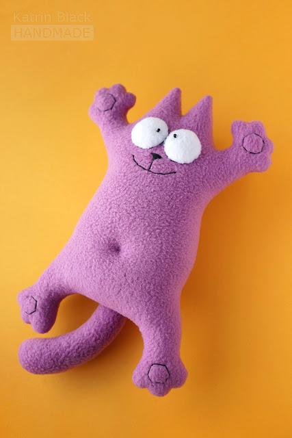 Игрушка кот Саймона фиолетовый. Сшит из флиса.