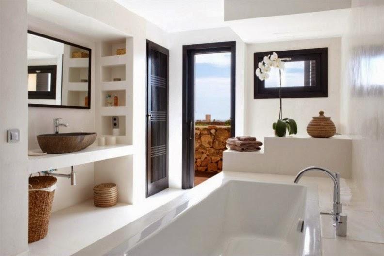 villa de lujo en Ibiza baño con terraza