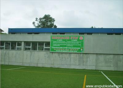 Lona publicitaria campo de futbol