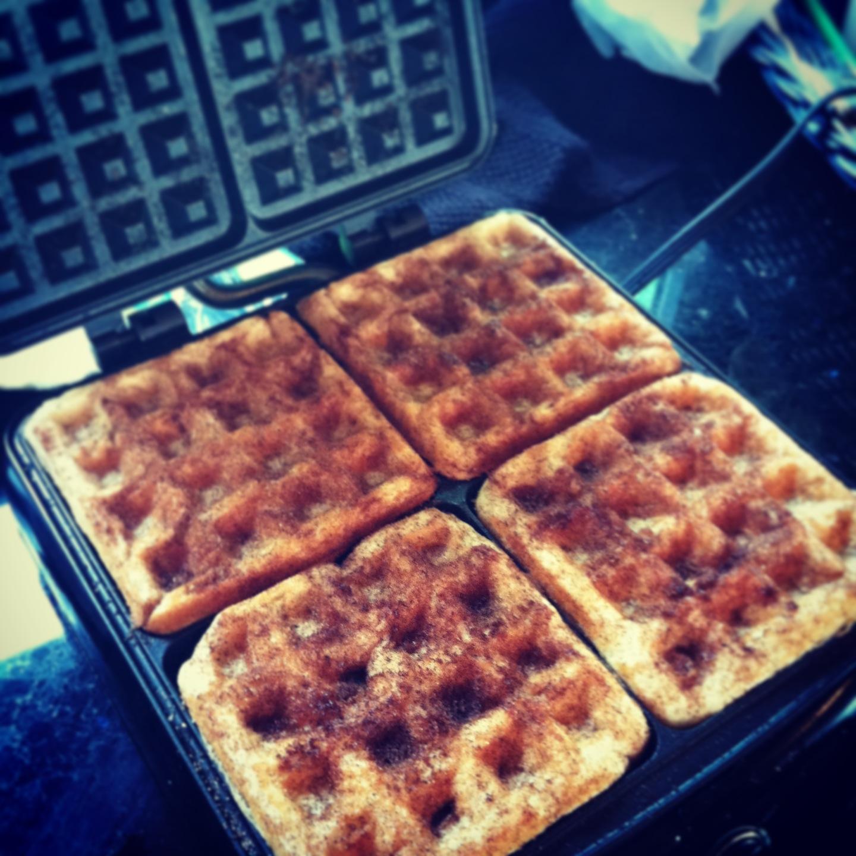 constantly lovestruck: gluten free cinnamon sugar waffles