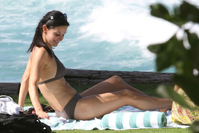Courtney-Cox-Bikini-Hawaii