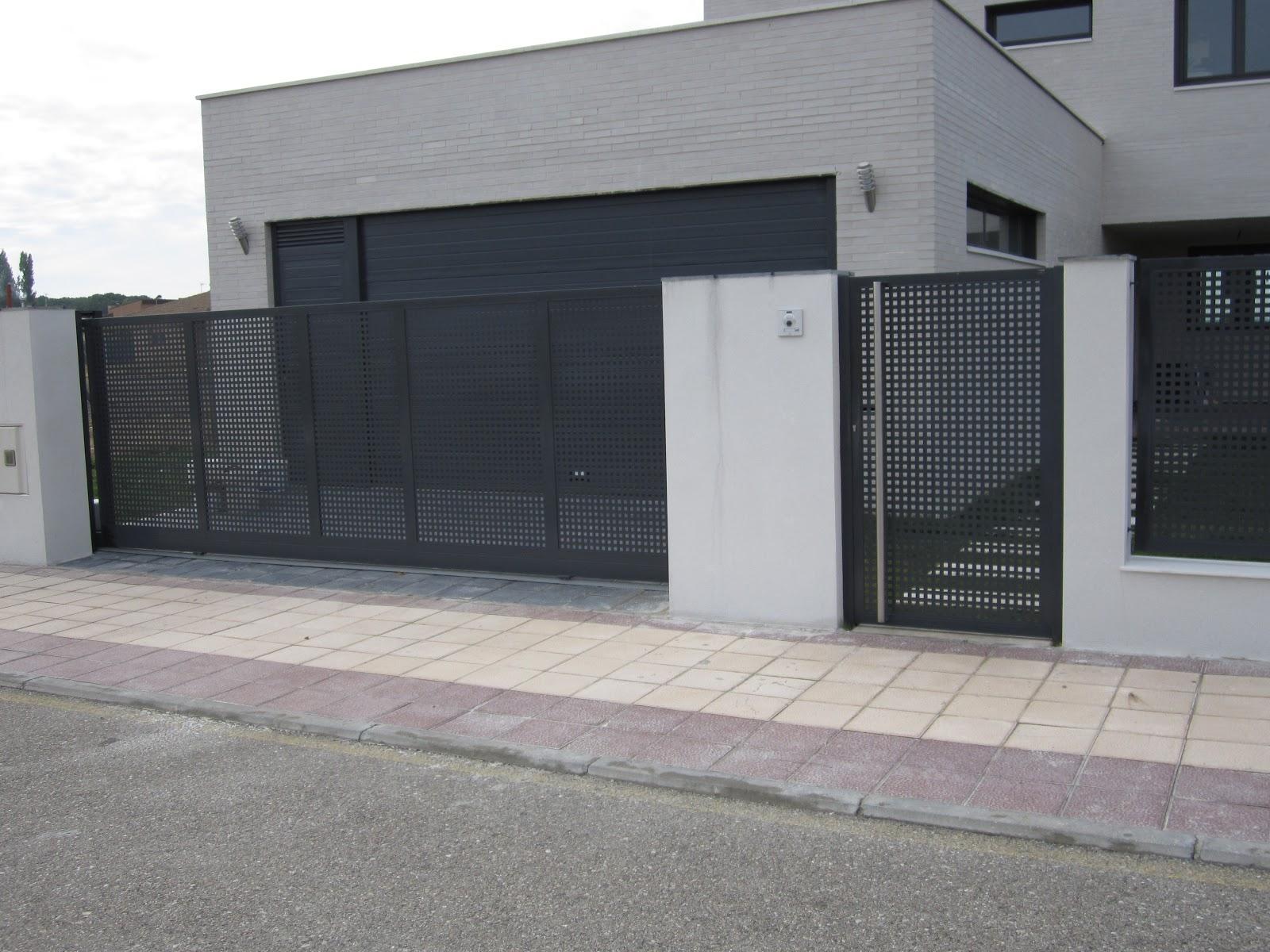 Norbel carpinteria met lica y acero inoxidable cerramiento chalet vallas puerta de entrada - Puertas de chalet ...