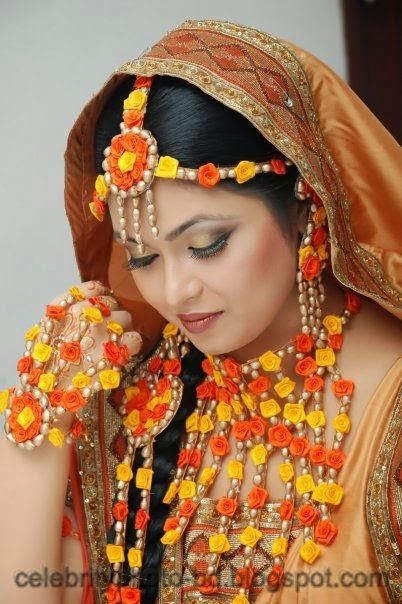 Latest+Photo+Tips+For+Looking+Hot+And+Beautiful+In+Gaye+Holud+Festival010
