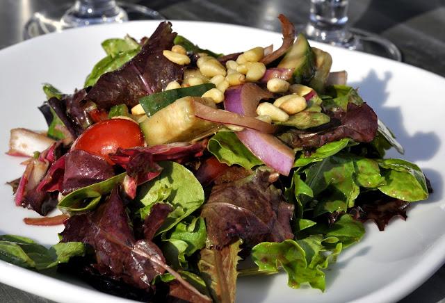 Market-Green-Salad-Blue-Grillhouse-Bethlehem-PA-tasteasyougo.com