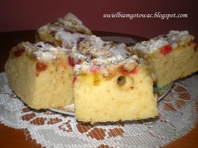 Ciasto na maślance z rabarbarem i kruszonką
