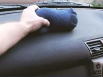 Todos-se-rieron-cuando-puso-un-calcetín-dentro-de-su-coche-durante-el-invierno!-Ahora-están-haciendo-lo-mismo!