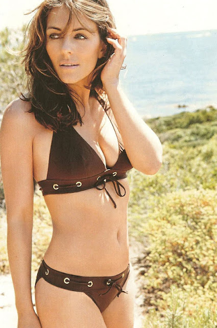 Elizabeth Banks sexy in lingerie