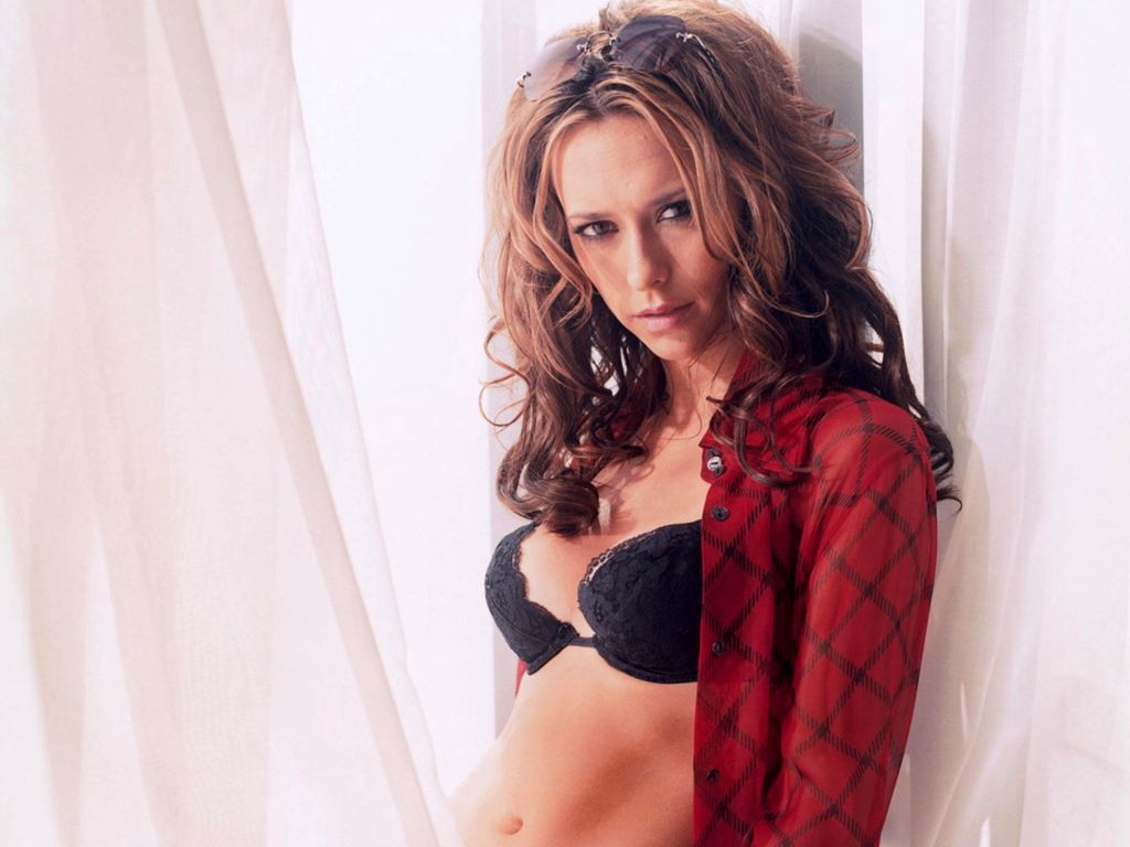 Sexy Jennifer Love Hewitt Pics Near-Nude Jennifer Love