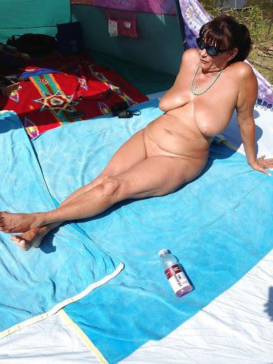 Nackt Bilder : Mamas verbrauchter Riesenbusen   nackter arsch.com
