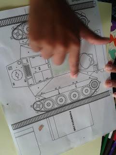 molde de papel de un tanque de guerra
