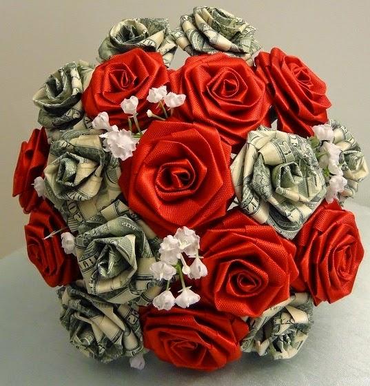 Букеты из цветов и денег